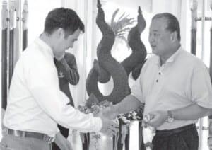 Bangkok Governor visits The Dusit Thani