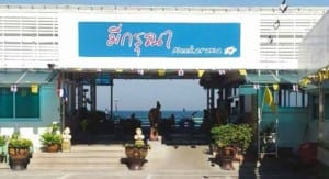 Meekaruna Seafood restaurant is located on the seaside, practically over the beach and sea