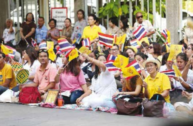 A Royal Return - Their Majesties leave Siriraj Hospital