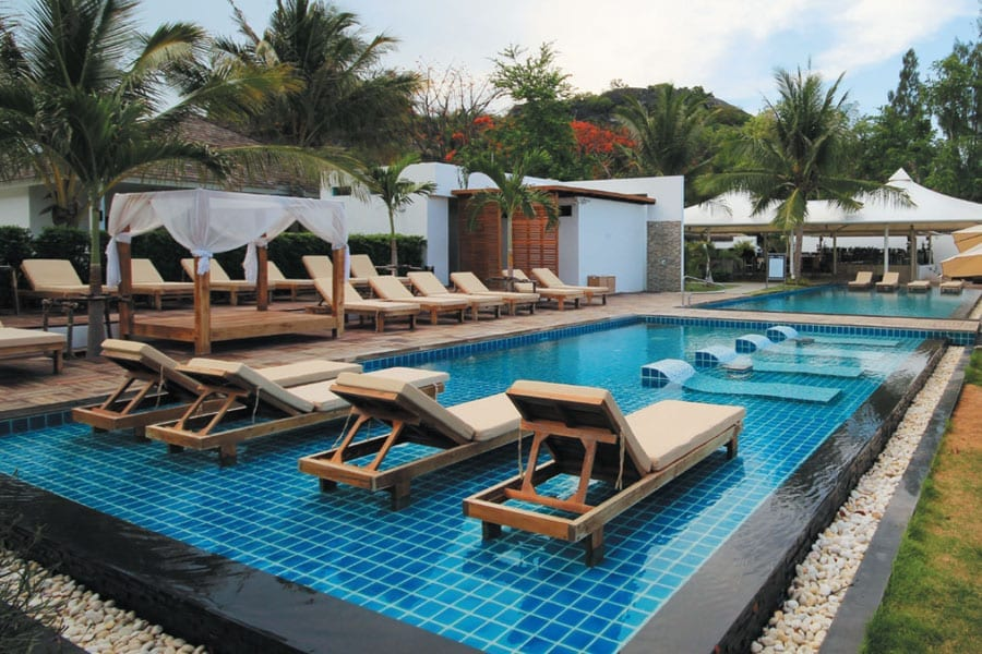 The Sanae Beach Club – 'Hua Hin's Claytons Getaway'?