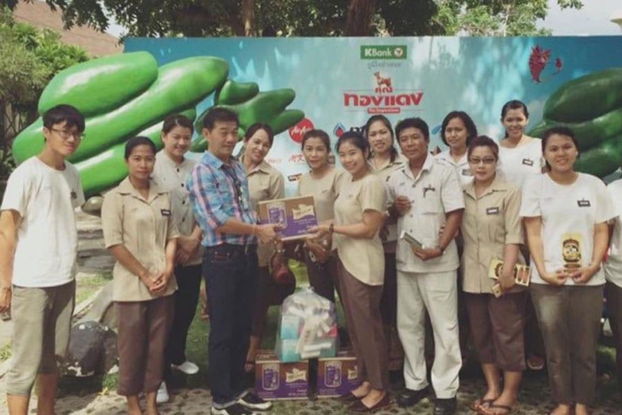 Putahracsa Donation To Hua Hin Dog Care Centre