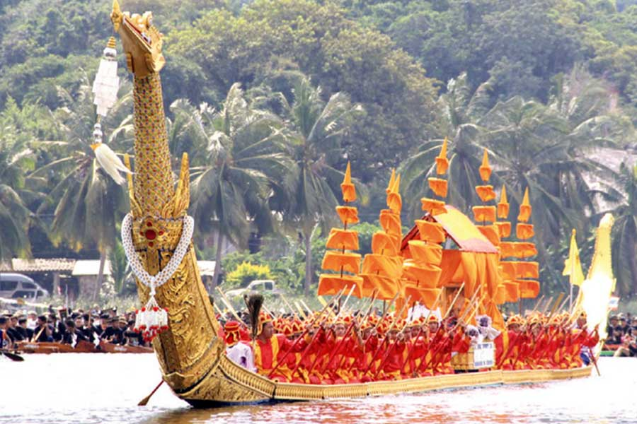 Long-Tailed Boat Racing to Honor Late King Bhumibol