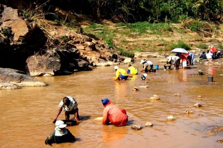 Flooded Bang Saphan Residents Strike GOLD!