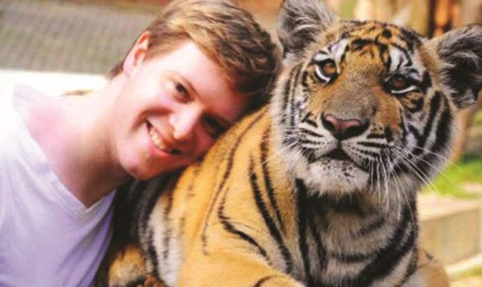 Thailand's Tourists Urged to Support the Wildlife Selfie Code
