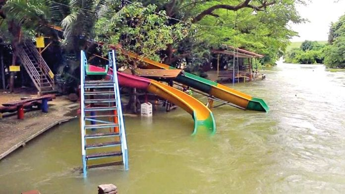 Over 30 Resorts Near Kaeng Krachan Dam Temporarily Closed by Flooding