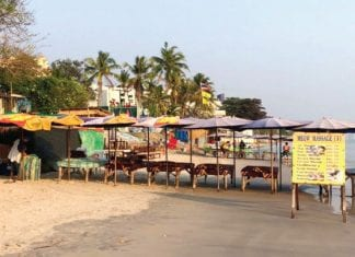 Hua Hin municipality to stop massage shops from blocking the beach