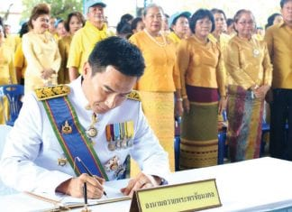Hua Hin Municipality Pays Respect Following The Royal Coronation