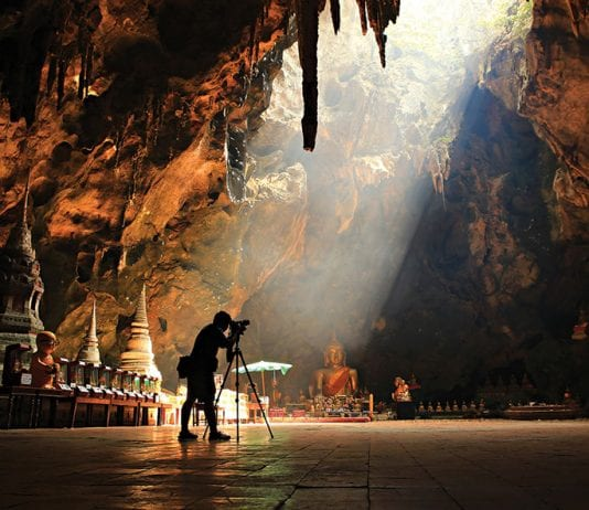 Netflix to Make Mini Series About Dramatic Thai Cave Rescue