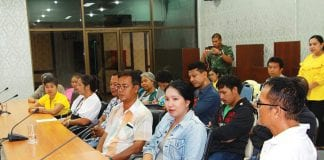 The merchants in front of Hua Hin Temple attended the meeting